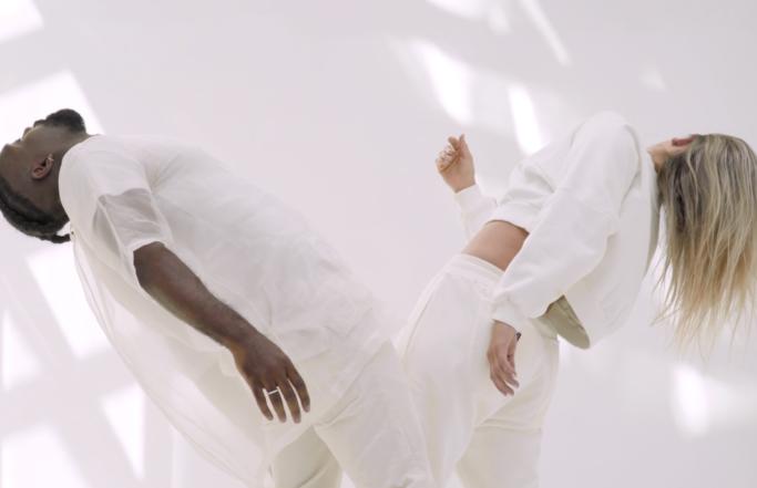 Taïro x Camille Esteban – Love À La Minute